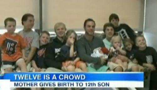 夫妻连生12个男孩