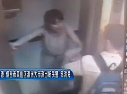 男子电梯猥亵女子