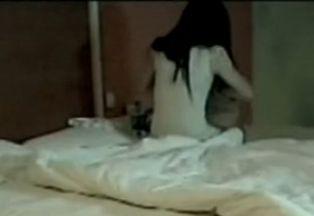 卖淫女催记者上床
