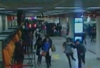 男子强闯地铁站