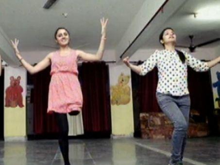 独腿女孩大跳热舞