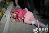 实拍济南6岁女童熟睡中被抛出车弃安全岛