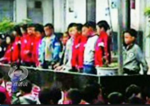小学生被罚下跪