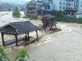 实拍凤凰巨大洪流