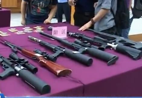 警方缴获大量枪支