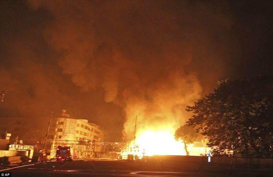 航拍台湾高雄燃气爆炸致2公里马路塌陷