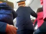 两大妈火车上抢座互殴 1人被打断4跟肋骨