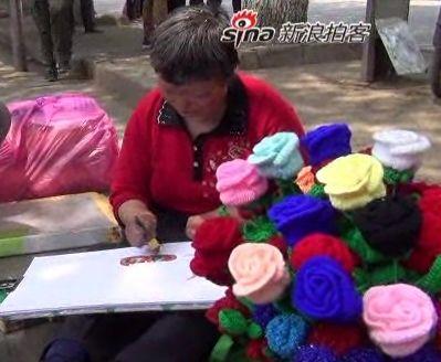 武汉街头感人妈妈