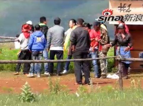 实拍丽江景区工作人员群殴女游客现场