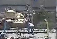 示威者遭坦克射杀