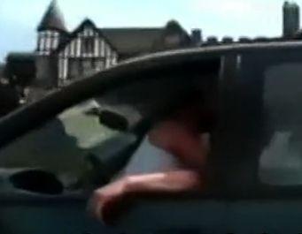 情侣边开车边嘿咻