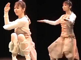 萌妹跳奇葩机械舞