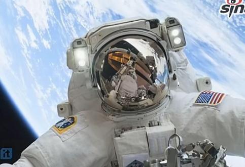 空军上校太空自拍