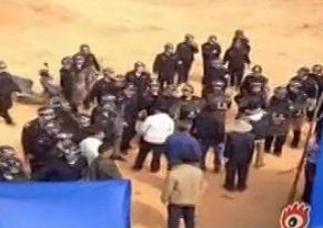实拍政府与村民争地发生冲突 治安联防殴人