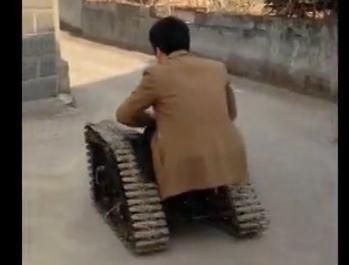 实拍牛人自制坦克