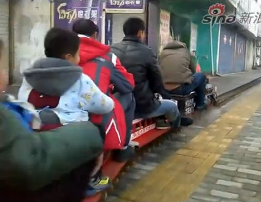 牛人制作蒸汽火车