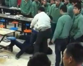 实拍仙桃电子厂领导与员工斗殴被按地狂揍