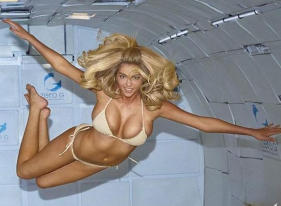 超模太空舱拍写真