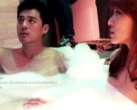男星与台湾第一巨乳浴缸内嬉戏玩小黄鸭